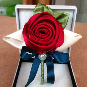 Classic Flower Boutonniere image
