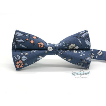 Floral Bow tie in Navy Blue image