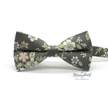 Floral Bow Tie in Green image